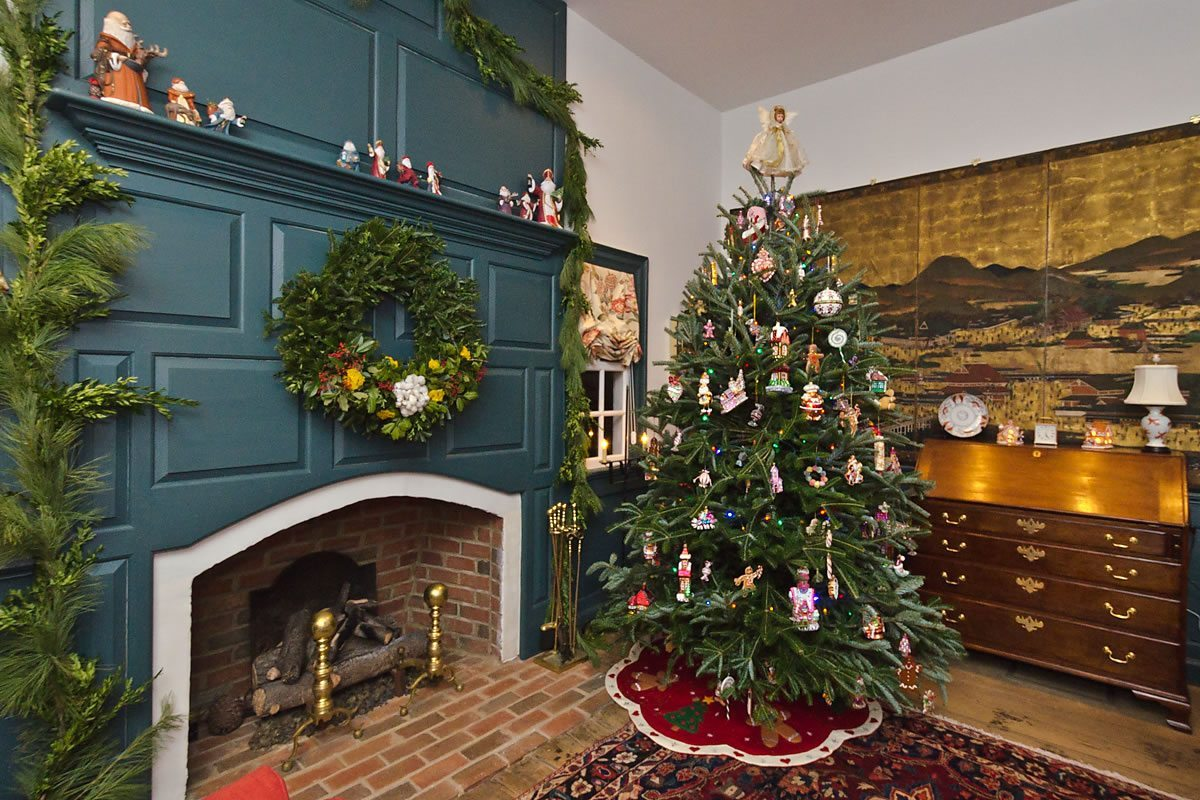 Christmas decorations in one of the Tour homes, Edenton, North Carolina (Photo by Kip Shaw)
