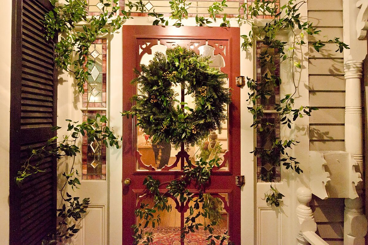 Decorated front door of a Tour home, Edenton, North Carolina (Photo by Kip Shaw)
