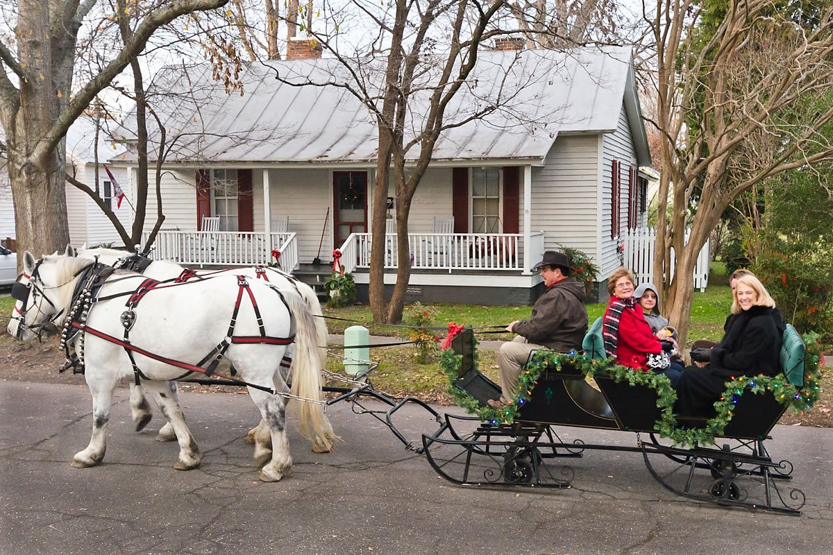 Carriage ride through the Cotton Mill Village, Edenton, North Carolina (Photo by Kip Shaw)