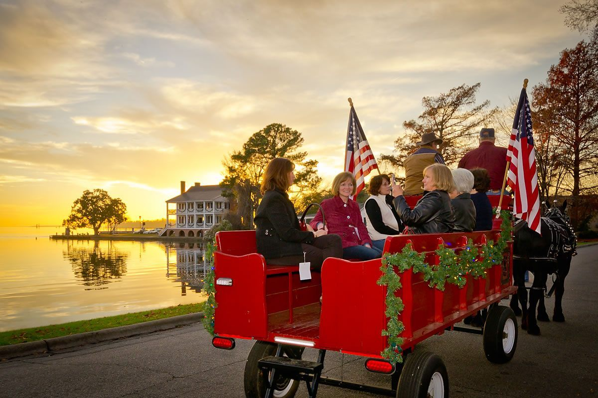 Carriage ride along Water Street, Edenton, North Carolina (Photo by Kip Shaw)