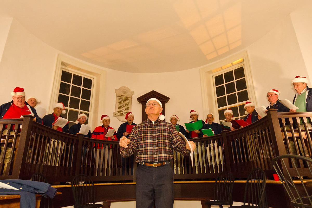 Christmas caroling at the Colonial Courthouse