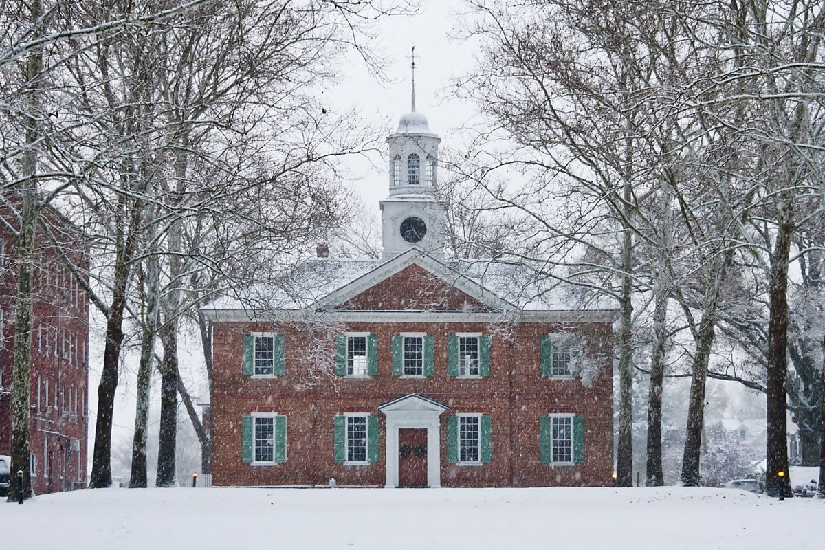 Colonial Courthouse (<em>photo by Kip Shaw</em>)