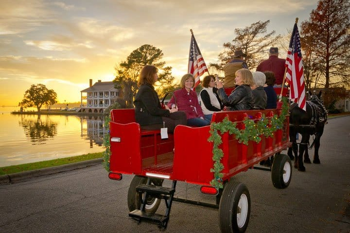 Christmas Candlelight Tour, Edenton, North Carolina (Photo by Kip Shaw)